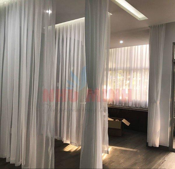 Thi công rèm vải voan trắng cho phòng khám Thiên Ân