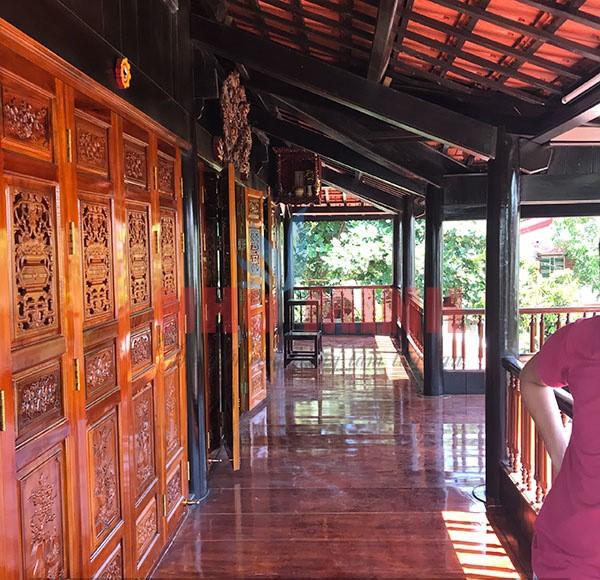 Công trình rèm trúc nâu lắp nhà gỗ siêu đẹp.