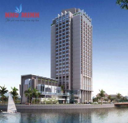 Khách sạn 4 sao Mercure nơi Như Minh đã lắp rèm vải tự động.